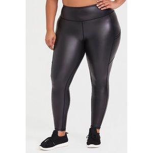 🆕 Torrid Black Coated Active Legging 4X 28 NWT